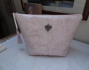 Toiletry bag in pink faux leather marbled soublee waterproof canvas