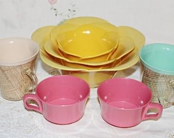 Melamine Yellow Tulip Serving Bowls Set of 3 - 2 Hot Pink Melmac Cups & 2 Pastel Colored Raffia Burlap Cups
