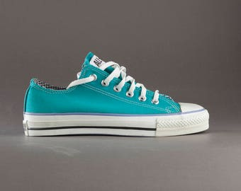 Converse Chuck Taylor All Star low top vintage sneakers. Made in USA. Size US mens 7, womens 9, 25,5 cm, EU 40.  Techno teal color.