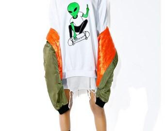 Alien Earth Sux Crewneck // Alien Pull Over // Alien Shirt // Alien // 90s Grunge // Vaporwave // Nu Goth // Street Style