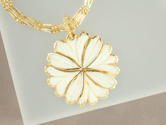Cream and Gold Mother of Pearl Flower Necklace