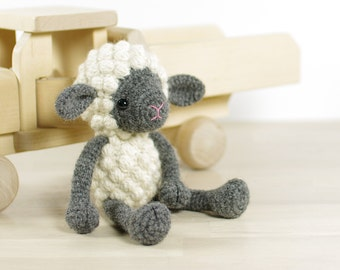 PATTERN: Small sheep - Crochet pattern with photos (EN-068)