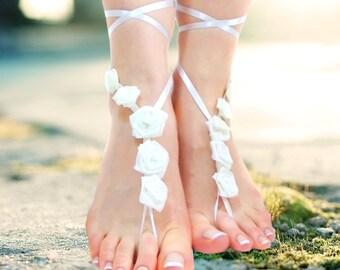 White flower wedding barefoot sandals, bridal sandles wedding anklet, beach wedding, Foot Thongs