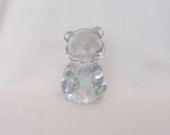 Fenton birthstone bear with light blue heart excellent condition