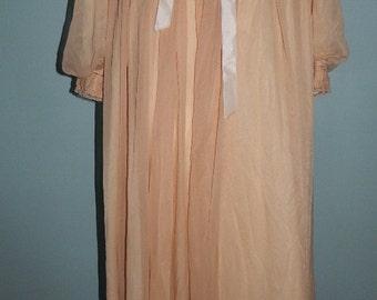 Vintage 1970s Blush Robe & Nightgown Linda Underlobelies Peignoir Set Size Medium
