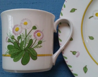 MIKASA Daisy Place 5 piece Place Setting:  Cup Saucer Salad Soup Dinner