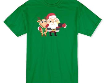 Christmas Santa And Rudolph Reindeer Selfie  Men's Kelly Green T-shirt
