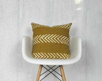 Mustard Mudcloth Pillow Cover with White Arrows / Saffron Golden African Bogolanfini Mud Cloth Textile Geometric Woven Cotton Natural Dye