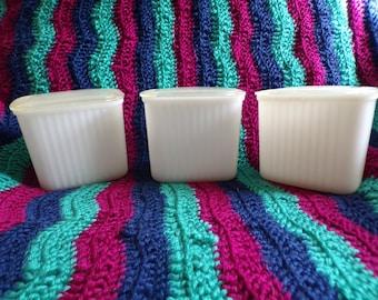Hazel Atlas White Refrigerator Dish with Plastic Lid, Set of 3
