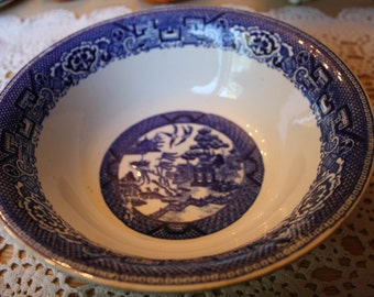 Homer Laughlin D47N6 Blue Willow serving bowl Made in USA
