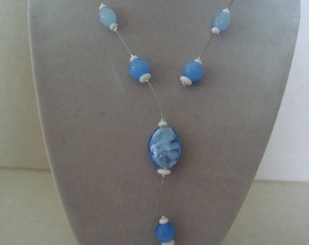 Fashion necklace and original blue and white beads