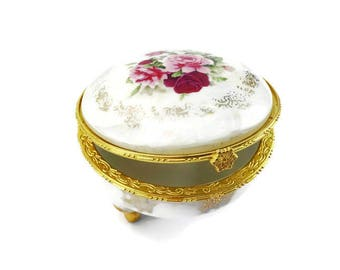 Lovingly designed porcelain Jewelry Casket | Valentine's Day | Rose Design | Lovingly designed porcelain Jewelry Box | Rose Design