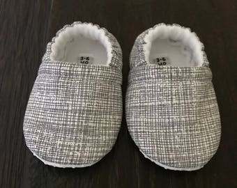 Crosshatch baby booties // Crosshatch crib shoes