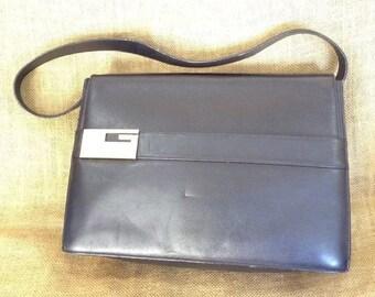 15% SUMMER SALE Vintage genuine Gucci black leather shoulder bag G logo
