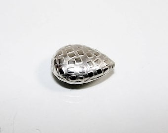 Silver Pearl drop 24 by 16 mm decorative square.  Money first. (2709921)