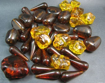 Free International Shipping.  A lot of 39 vintage Lucite Amber beads - circa 1960's.