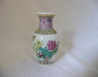 Chinese Moriage Vase With Hummingbird, And Pink Lotus Flower
