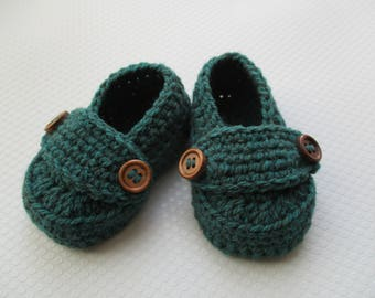 Dark green crochet baby loafers; gender neutral baby booties, 3 -6 month size, baby button loafers; ready to ship, uk seller