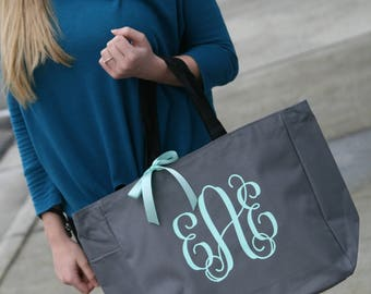 bridal party totes, personalized tote, monogrammed tote, bridesmaid gift, wedding gift bridesmaid tote, bride tote
