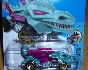 2016 Hot Wheels Blue with Reddish Wings Dragon Blaster Street Beasts series 1:64 Scale NEW