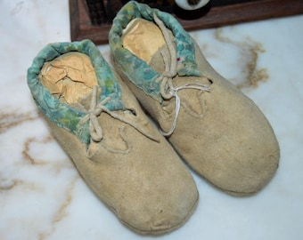 SALE Iroquois Native American Antique Vintage Baby Children Bead Indian Leather Moccacin Bootie Shoes Great Plain Trade Cloth