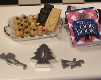 Miniature Santa Claus Cookie Cutter, Dollhouse Miniature, 1:12 Scale, Mini Cookie Cutter, Dollhouse Kitchen Accessory, Miniature Baking