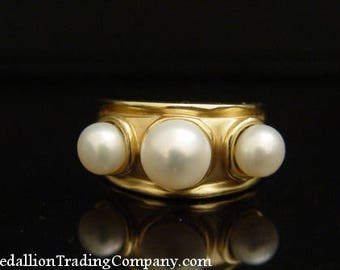 14k Yellow Gold Designer 3 White Button Mabe Pearl Ring Size 6.5 Band 6.7 grams
