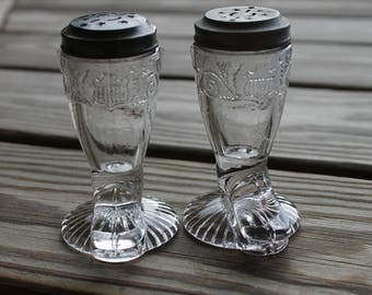 Western Salt and Pepper Shakers, Farmhouse Kitchen, Western Kitchen Decor, Rustic Kitchen, Glass Cowboy Boot Shakers, Kitchen Collectible