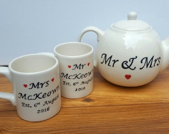 Ceramic English Mugs Traditional Bride and Groom Hand Painted Mr and Mrs Mugs Wedding Tea Lover Gift Personalisation