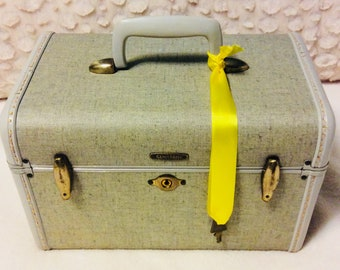 Rare Vintage 1950s SAMSONITE Train Case with Key Mint Green Travel Makeup Cosmetic Luggage Carry On Storage Case