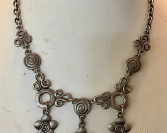 Pewter Abstract Flower Chain Chunky Bib Necklace.