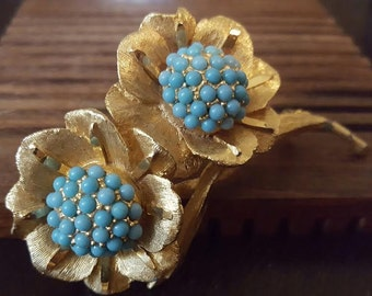 Antiqued Gold Tone Metal with Aqua Glass Flower Pin/Brooch