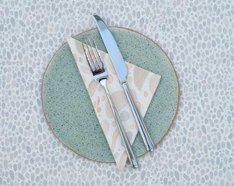 2 American placemats, 2 dessert napkins, cotton twill