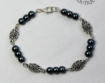 Gothic, faux pearl, beaded bracelet (Code BB001)