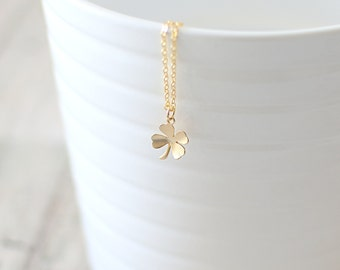 Four Leaf Clover Necklace. Gold Clover Pendant Necklace. Irish, Shamrock Necklace. Good Luck Charm. Dainty, Delicate, Simple Charm Necklace.