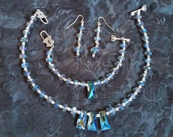 This set is made of iridescent Swarovski crystals and tibetan silver