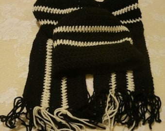 Black and white hat with ruffle scarf