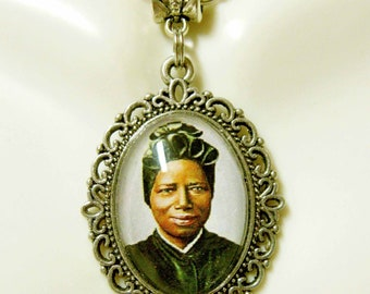 Saint Josephine Bakhita pendant and chain - AP05-360