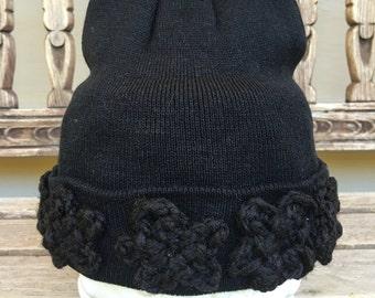 Black women's flower crown knit beanie || Slouch beanie || Women's knit beanie || Hat with flower || Beanie with flower || Women's beanie