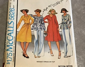 McCalls Dress Sewing Pattern / Vintage 70s Pullover Shirt-Dress or Top w/Front and Back Pleats / Misses Size 12, Bust 34 / 5626