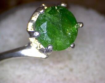 Stunning Tsavorite Swirl Solitaire Ring