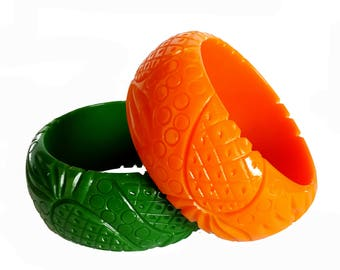 Very nice carved fakelite bakelite pineapple bangle reproduction- 1940s look - awesome chunky quality!