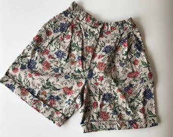 Beautiful floral vintage shorts size 6