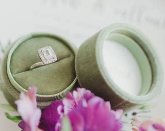 Velvet ring box - vintage style - sage