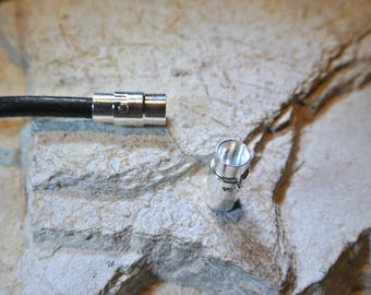 Magnetic clasp with safety in hematite, hole: 6 mm, measurements: 17 x 9 mm, silver color