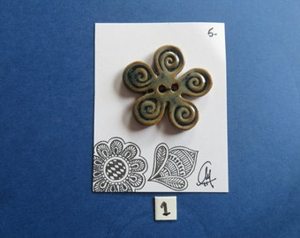 Flower Shaped Ceramic Buttons - Handmade - Craftwork - Pottery -