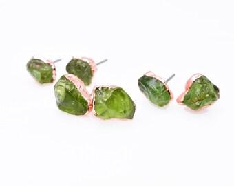 Raw PERIDOT Studs / Peridot Earrings // crystal earrings / raw Peridot earrings / Rough Peridot / Raw Peridot Studs / Raw Green Peridot