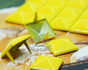 50/100/200 PCS X 9mm / 12mm Yellow Square Pyramid Spike Rivets Studs Spot Metal Matte Finish For Diy Phone Case Leathercraft material SD.Y