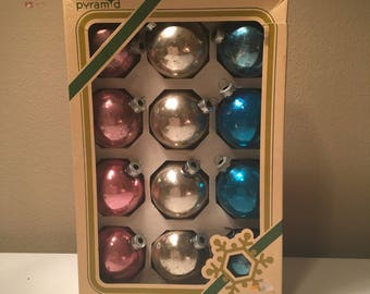 Set of 12 glass Christmas ornaments