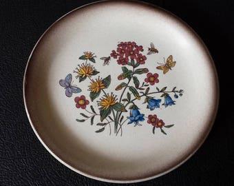 Ziegler 1662-107, Schaffhausen, Switzerland, 1950s handpainted majolika wall-plate, flowers, bees and butterflies